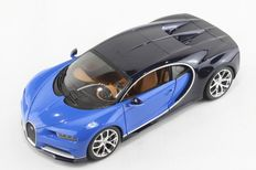 Bburago - Scale 1/18 - Bugatti Chiron - Colour: Colour Black with blue