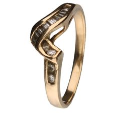 Yellow gold ring set with 4 brilliant cut diamonds of 0.01 ct each and 10 baguette cut diamonds of 0.01 ct each