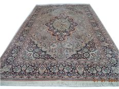 Indian Kashmir hand-knotted silk carpets XL size 308cmx210cm.Attention