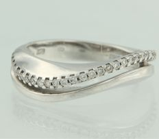 14 kt white gold ring set with 32 brilliant cut diamonds, ring size 17.5 (55)
