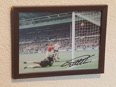 Geoff Hurst - Scored 3 x for England in the World Cup final of 1966 - framed photo - original signed + COA.
