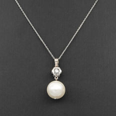 Necklace with pendant in white gold with a diamond and freshwater pearl