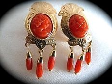 Antique 18 kt yellow gold earrings, with Mediterranean red coral.