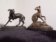 2 small greyhounds in Babbitt, bronze patina