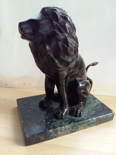 Statue of the majestic Lion, French 20th century