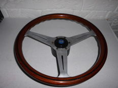 Nardi - original wooden steering wheel with horn - hub cap - with aluminium frame, signed - diameter 37 cm