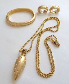 Vintage Swarovski Gold Tone Bracelet, Earrings and Necklace Jewelry Set