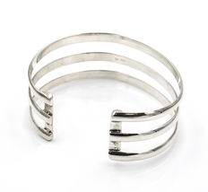 Open rigid bracelet made of silver with modern design