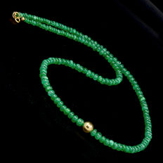 Certified necklace with emeralds with 18 kt (750) yellow gold clasp