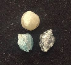 3 x natural colored rough diamonds - blue - silver - green - 4.75 ct.