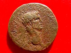 Roman Empire - Claudius I (41 - 54 A.D.) bronze sestertius ( 25,80 g. 34 mm.) Rome mint. 41-42 A.D.  EX SC/OB/CIVES/SERVATOS