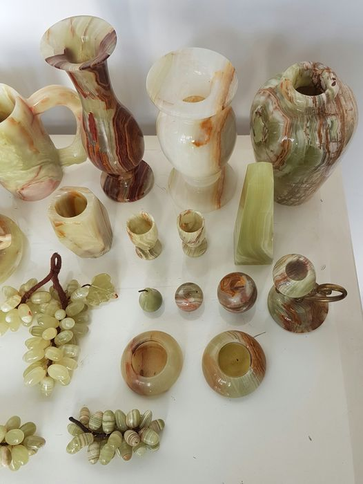 Lot Of Decorative Pieces Of Marble Alabaster 22 Pieces In
