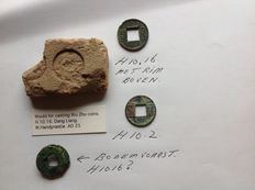 Ancient Orient – China West Han Very special clay mould for a 2000-year-old Wu Zhu coin (H.10.16) + some Wu Zhu coins