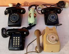 Five vintage bakelite telephones - Two disc Siemens S62 Auso - Face Standard New Style - Safnat TS Chicco model - Master mod. Meril