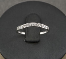 White gold ring set with 11 diamonds.