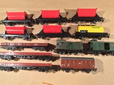 Märklin H0 - 12 freight carriages, 3x 4-axle low boxcar, tanker, luggage carriage and tilting carriages