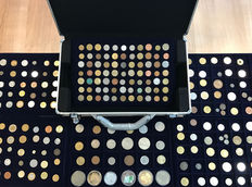 World - batch of various coins, including antique (256 coins) in 6 coin tableaus + coin case, including silver.