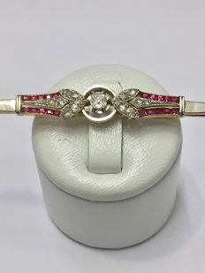 Art deco brooch in gold of 2 tones, diamonds and rubies totalling 0.94 ct