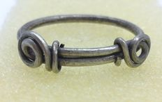 """Rare Medieval, Viking Silver Twisted Ring with """"Knot"""" Bezel - 22mm  2,91 grams"""