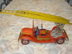 Mettoy, England - Length 40 cm - Tin fire ladder engine with clockwork motor, 1950s
