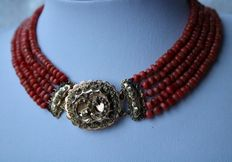 About 1910, 100% Antique untreated Coral necklace on a gold large filigree clasp, masterpiece.