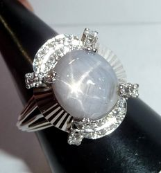 18 kt / 750 white gold ring with natural untreated star sapphire of approx. 9.7 ct + 0.50 ct Diamonds