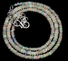 Necklace made of Welo opal beads, 2-4 mm