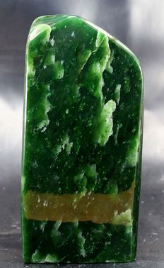 Premier quality, polished Nephrite tumble - 170 x 76 x 48mm - 1090gm