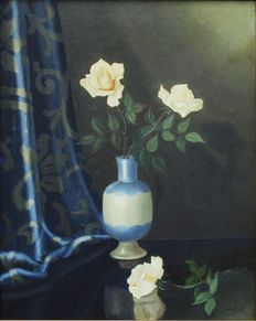 Nico Bruynesteyn. (1893-1950) - blue and white vase of white roses beside a blue cloth