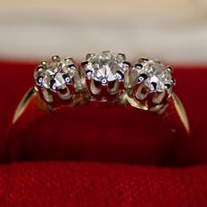 Ring with 3 European old cut diamonds approx. 0.5ct. Handcrafted. Excellent state.