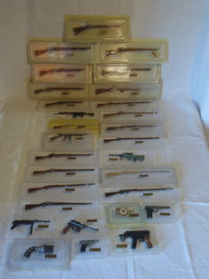 Lot of 29 model rifles and pistols, collectibles