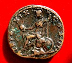 Roman Empire - Antoninus Pius (138 - 161 A.D.), bronze sestertius (28,37 g.  30 mm), minted in Rome, 155-156 A.D. TR POT XIX COS IIII. Roma seated on pile of arms.