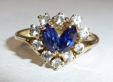 8 kt / 333 ring with 2 natural marquise cut sapphires and 10 white topazes