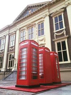 Original red English telephone booth - K6 - St Edwards Crown