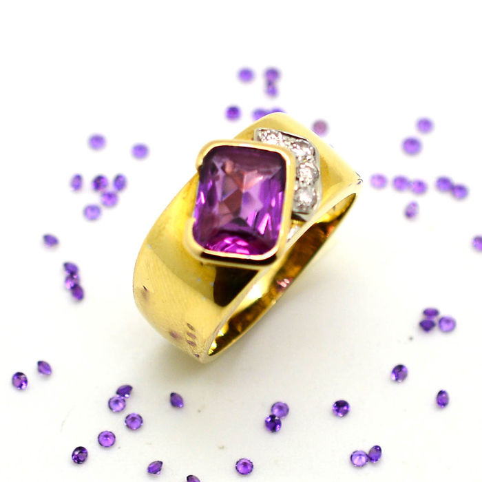 Gold Ring (18 kt) with Amethyst and Diamonds (0.10 ct) – size 16