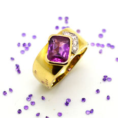 Ring in 18 kt gold with amethyst and diamonds totalling 0.10 ct