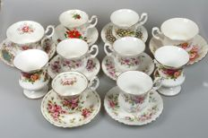 Royal Albert - 8 cups and saucers + 2 'urn' vases