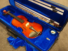 New practice violin 4/4, including luxurious case, bow and rosin