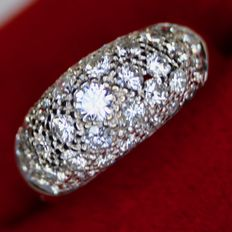 White gold 18kt. Ring with brilliant cut natural diamonds approx. 2ct H / VVSI-VSI. Beautiful condition.