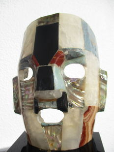 Stylized Mexican mask in semi-precious stones, including Obsidian and Agates - 18 x 12cm