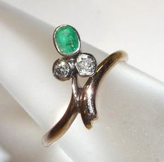 Art Nouveau ring with natural emerald and 2 old cut diamonds - very small ring size 47-48 / 15-15.3mm