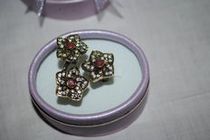 Ring with three flowers