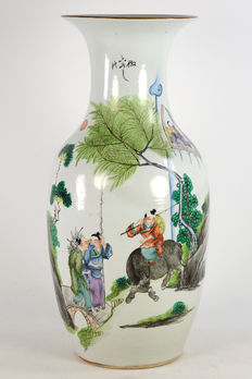 Vase – China – 1st half of the 20th century
