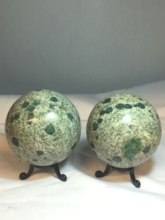 Hand-polished K2 spheres - 80 to 90mm - 1622gm  (2)