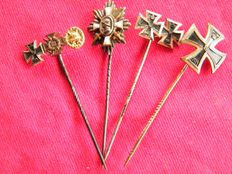 4 medals on needle (anstecknadl) from period 14-18