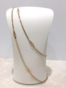Necklace in 18 kt yellow gold – curb chain interspersed with fancy design links