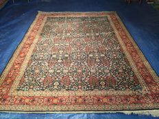 Oriental carpet! Hereke! 100% hand-knotted! Very valuable!