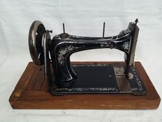 Antique decorative sewing machine, with mother of pearl inlay - Seidel & Naumann, sewing machine - Germany - c. 1900-1915