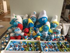 Peyo Smurfs sliding puzzle from 1976, 2 complete sets in cases A.H, 10 older Smurfs and 16 stuffed toy Smurfs.