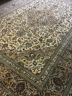 Splendid, original, hand-knotted Persian XL ROYAL KASCHAN in vegetable-based colours! Approx. 290 x 402 - in very good condition - Persia - Free shipping to Europe!